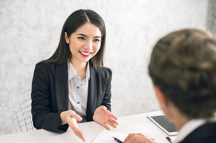 Nhân viên chăm sóc khách hàng phải am hiểu tâm lý khách hàng và có khả năng xử lý tốt tình huống